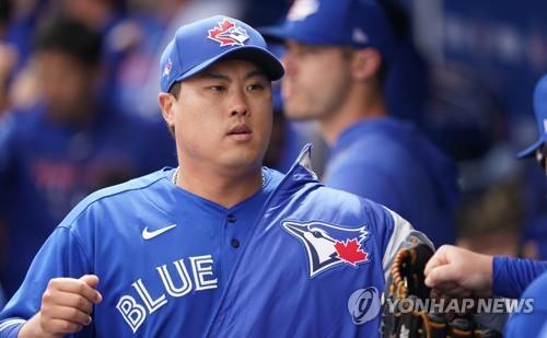 韩国棒球投手柳贤振获颁史潘奖