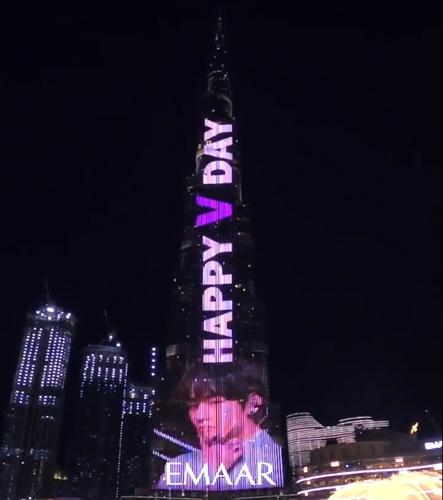 粉丝在迪拜哈利法塔举办灯光秀为V庆生。 哈利法塔推特截图(图片严禁转载复制)