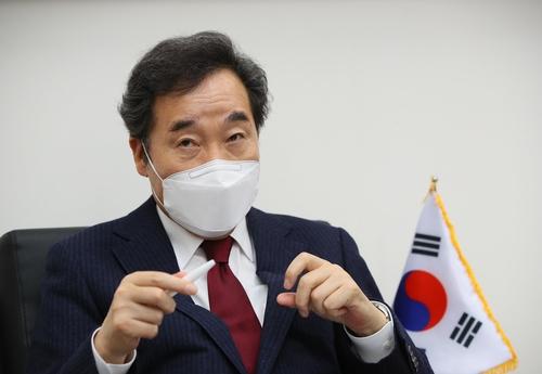 韩执政党首李洛渊:将适时提议赦免两名前总统