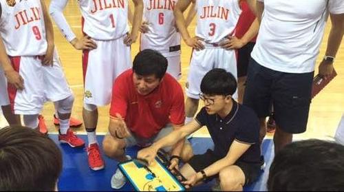 韩国教练金容植执教中国青少年篮球冬令营
