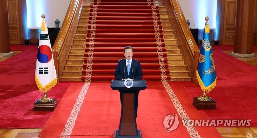 1月11日,在韩国总统府青瓦台,总统文在寅发表新年贺词。 韩联社