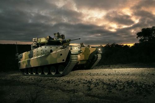 """韩产装甲车""""红背蜘蛛""""原型机在澳首亮相"""