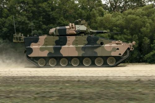 """这是韩华Defense的未来型装甲车""""红背蜘蛛""""试制品。 韩联社/韩华Defense供图(图片严禁转载复制)"""