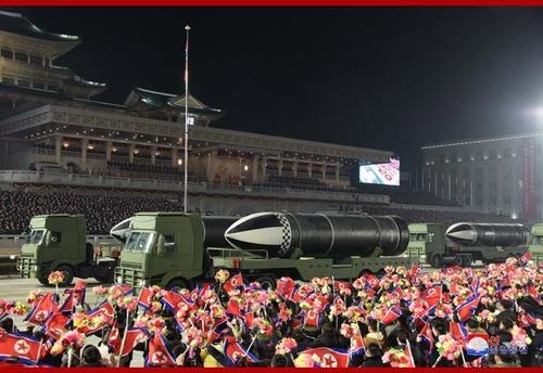 详讯:朝鲜阅兵式展示新型潜射弹道导弹
