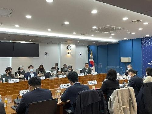 """1月22日,在韩国外交部大楼,""""七国集团峰会跨部门联合应对工作组""""召开第一次会议。 韩联社/外交部供图(图片严禁转载复制)"""