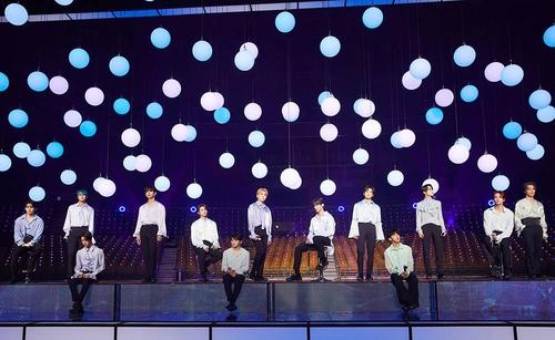 资料图片:SEVENTEEN在线演唱会 韩联社/经纪公司Pledis娱乐供图(图片严禁转载复制)