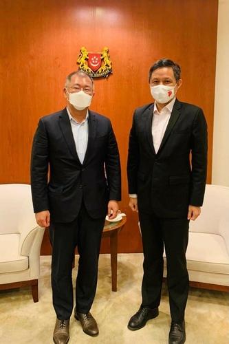 现代汽车集团会长郑义宣拜会新加坡总理李显龙