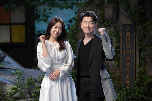 曹承佑(右)和朴信惠 JTBC电视台供图(图片严禁转载复制)