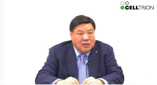 2月18日,赛尔群名誉会长徐廷珍在线回答记者提问。 韩联社/优兔直播画面截图(图片严禁转载复制)