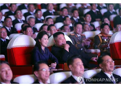韩智库:金正恩夫人李雪主未露面或因生产