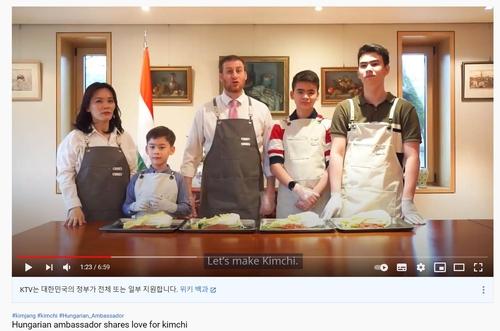 各国驻韩国大使晒腌泡菜Vlog
