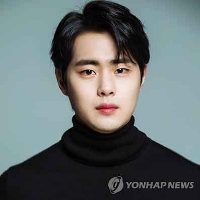 韩演员赵炳圭发文否认校园霸凌传闻