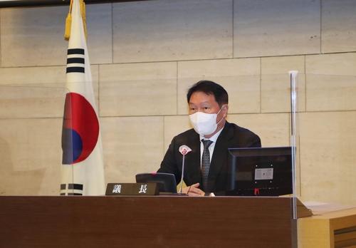 2月23日,SK集团会长崔泰源被选为首尔商工会议所会长。 韩联社/大韩商工会议所供图(图片严禁转载复制)