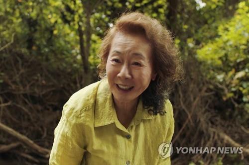 演员尹汝贞:《米纳里》是部令人震惊的电影