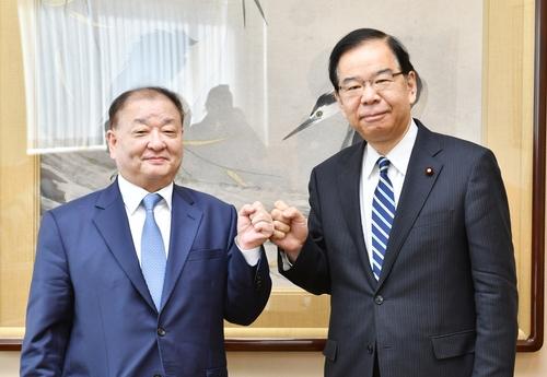韩新任驻日大使礼节性拜会日本各党领导