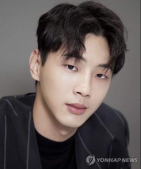 韩演员志洙承认校园霸凌发文道歉