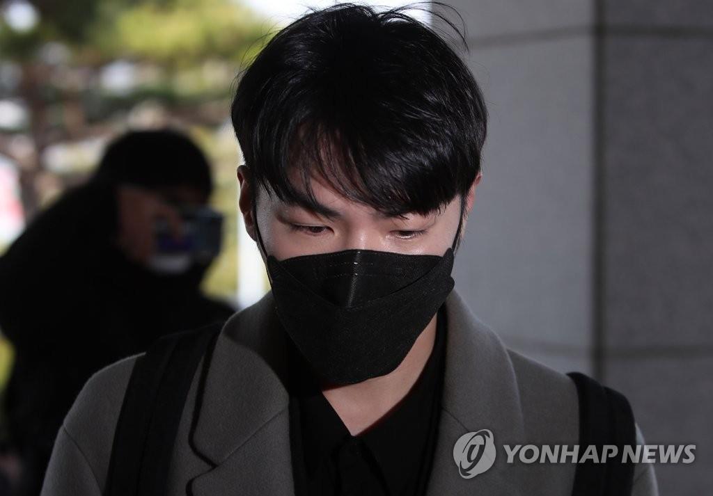 3月9日,在大邱地方法院安东分院,歌手辉星出庭受审。 韩联社