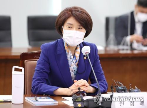 资料图片:韩国环境部长官韩贞爱 韩联社