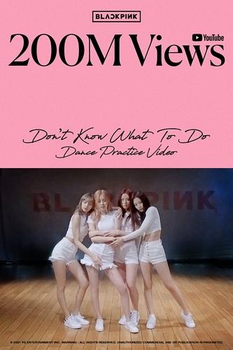 BLACKPINK的热门歌曲《Don't Know What To Do》舞蹈视频于当天上午7时许在优兔上的播放量超过2亿次。 YG娱乐供图(图片严禁转载复制)