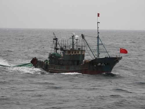 韩海警扣押2艘非法捕捞中国渔船