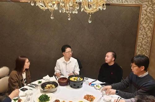 资料图片:刘洋(右二) 韩联社