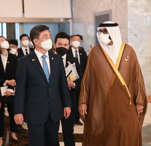 韩阿联酋防长会晤商讨深化国防合作
