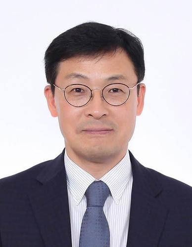 资料图片:新任青瓦台政策室长李昊昇 韩联社