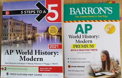 资料图片:美国出版社麦格希教育(McGraw-Hill)(左)和巴伦的现代史教科书。 韩联社/韩国之友(VANK)供图(图片严禁转载复制)