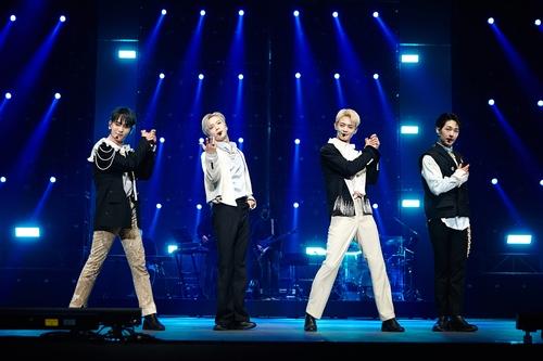 SHINee线上演唱会画面截图 韩联社/SM娱乐供图(图片严禁转载复制)