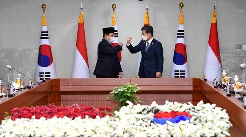 韩国印尼防长会谈共商国防军工合作