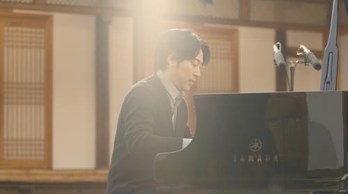 资料图片:韩国知名作曲家、钢琴家李闰珉 环球唱片供图(图片严禁转载复制)