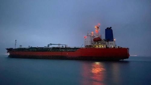 """4月9日,被伊朗扣留的韩国运输船""""韩国化学""""号和船长获释并启航。 韩联社/外交部供图(图片严禁转载复制)"""
