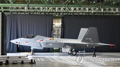 韩国4.5代战机KF-X首架原型机问世