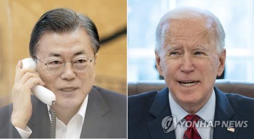 资料图片:2月4日,在青瓦台,文在寅(左)和美国总统拜登通电话。 韩联社