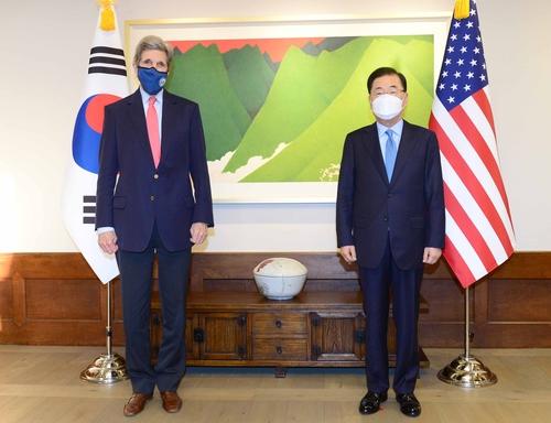 韩外长郑义溶会晤美国气候特使克里