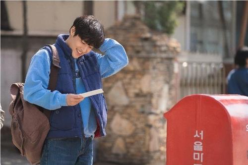 资料图片:《雨和你的故事》剧照 韩联社/AZIT FILM供图(图片严禁转载复制)