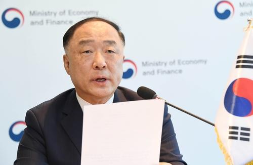 韩财长洪楠基出席东盟与韩中日财长和央行行长会议