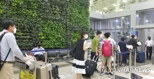 旅印韩侨首批173人乘机回国