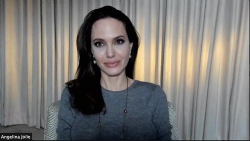朱莉在线出席《那些希望我死的人》映前记者会