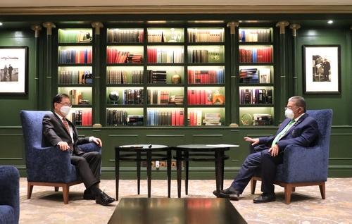 韩国和文莱外长在英国举行会谈