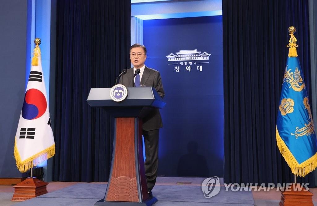 5月10日,在青瓦台春秋馆,韩国总统文在寅发表就职四周年特别讲话。 韩联社