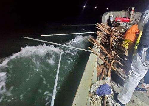 韩海警在西部海域扣留1艘非法捕捞中国渔船