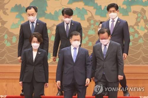 详讯:文在寅正式任命新任总理和两部长官