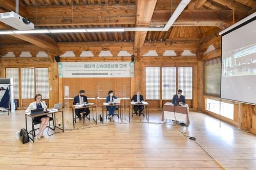 5月14日,韩美卫生专家举行视频研讨会。 韩联社/外交部供图(图片严禁转载复制)