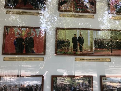 朝鲜驻华大使馆展出金正恩访华组图