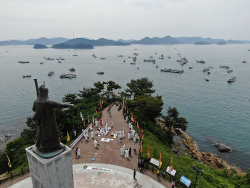 韩庆尚南道民团海陆示威反对日本排核入海