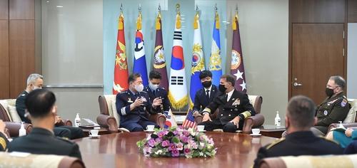 韩联参议长元仁哲会见美印太司令阿奎利诺
