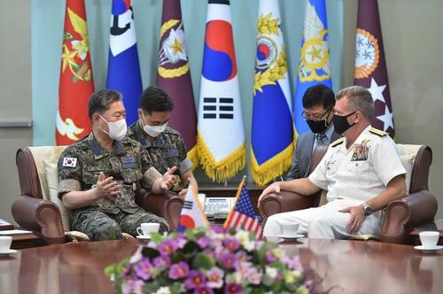 韩联参议长元仁哲会见美太平洋舰队司令帕帕罗
