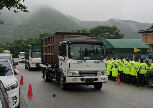 韩萨德基地补给建材等物资