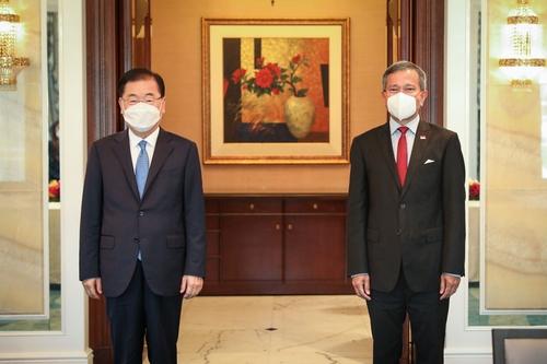 韩国和新加坡外长举行会谈